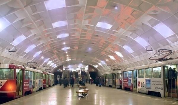 Волгоградские пассажиры высокоскоростного трамвая остались без эскалаторов