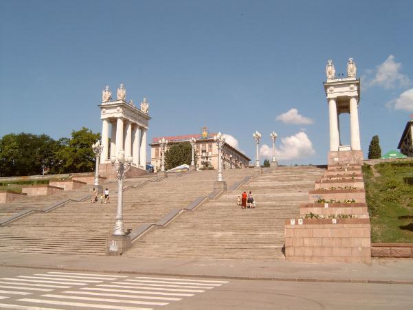 Волгоградские чиновники наказали московский трест за работы на центральной набережной