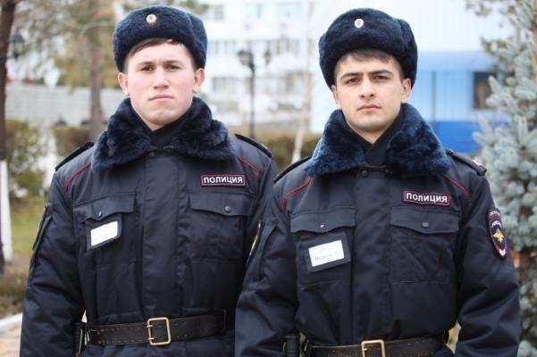 В Волгограде курсанты академии МВД спасли замерзающего мужчину
