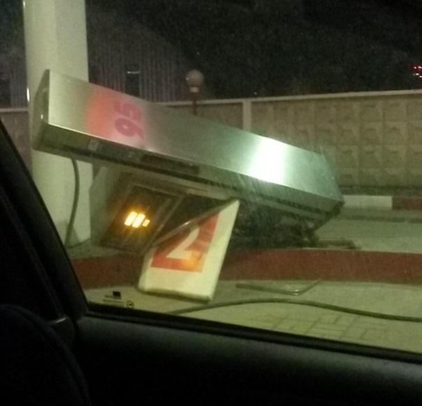 Молодой водитель попытался увезти с собой колонку на АЗС Волгограда