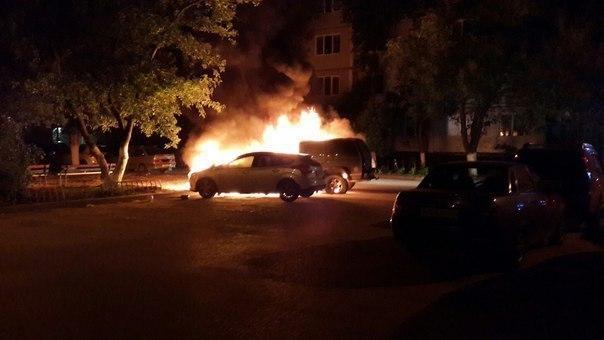 На западе Волгограда злоумышленники сожгли Ford и Chevrolet