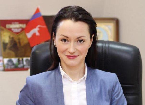 Изчиновников в«Юнармию»: Елена Слесаренко сообщила обуходе сдолжности
