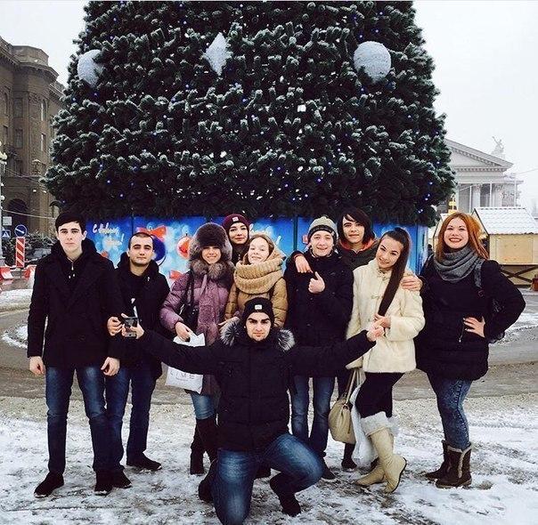 Волгоградцы постят в соцсетях фото с открытия главной елки города
