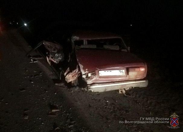 Фура DAF влетела в сломавшуюся на трассе «семерку» жителя Волгоградской области