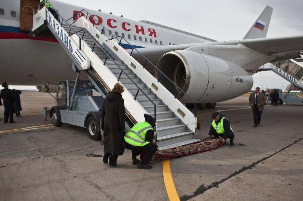 Целый самолет иностранных наблюдателей приземлился в Волгограде
