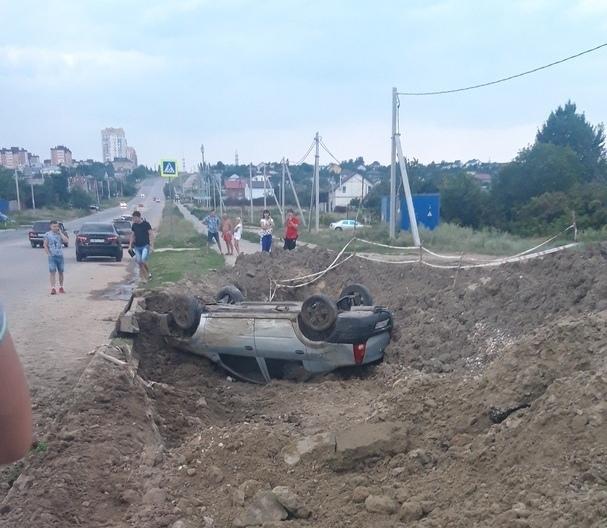 Встали и пошли: в Родниковой долине перевернулся автомобиль