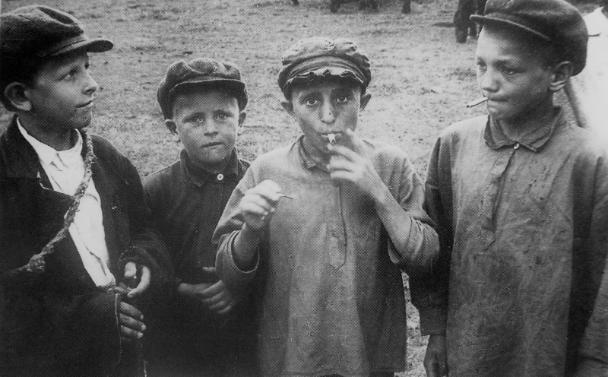 Брошенные дети Сталинграда: жизнь и преступления подростков в сражающемся городе