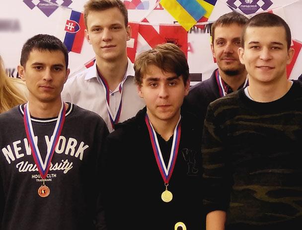 Пять часов боролись волгоградцы за титул чемпиона первого в мире турнира по Русским Линейным шахматам