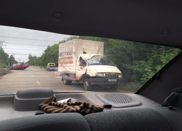 ВВолгограде «Мазда-6» после опрокидывания влетела вгрузовую «Газель»