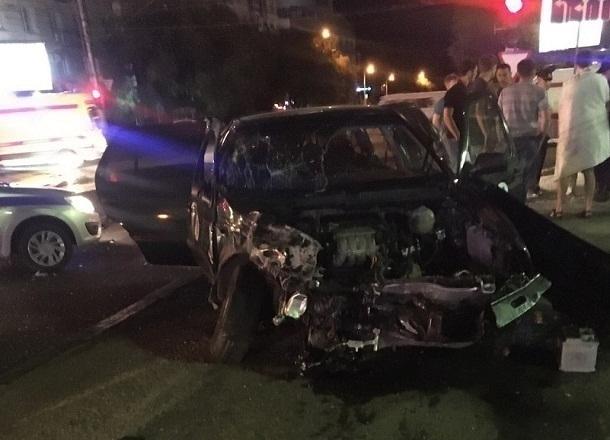 Вцентре Волгограда в ужасной трагедии с VW пострадал шофёр «десятки»