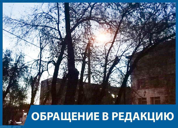 Восемь лет жители поселка Сакко и Ванцетти в Волгограде живут без уличного освещения, рискуя жизнью