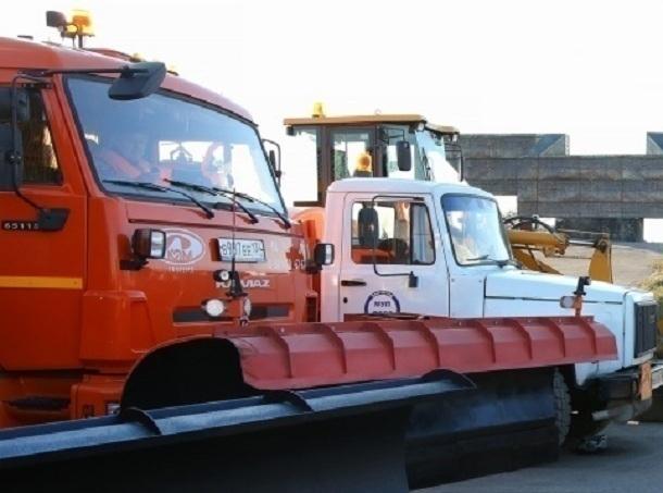 54 спецмашины вышли обрабатывать дороги Волгограда отгололеда