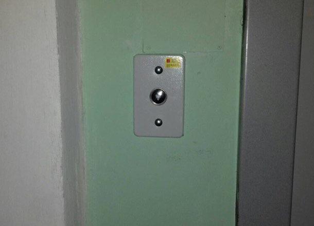 Торжественно запущенные волгоградскими чиновниками лифты не работают четыре месяца