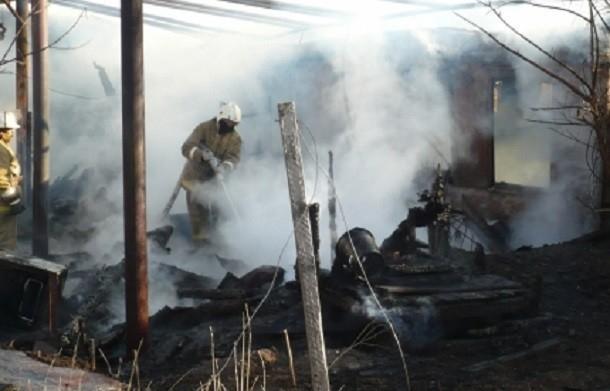 Из горящего дома в Волгоградской области экстренно эвакуировали 7 человек