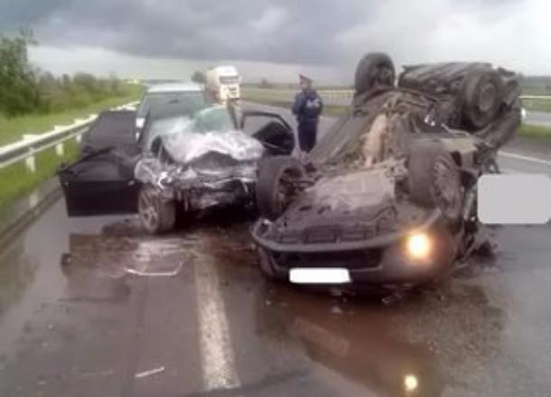 Четыре человека пострадали втройном ДТП натрассе под Волгоградом