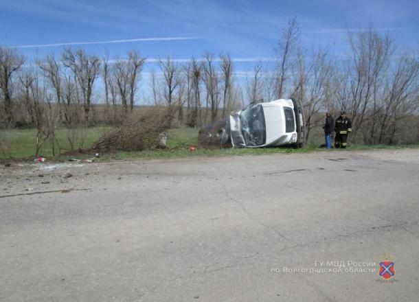 Водитель «Газели» не справился с управлением и опрокинулся в кювет в Волгоградской области