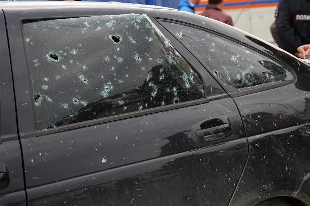 Мужчина избил полицейского после стрельбы по личному автомобилю в Волгоградской области