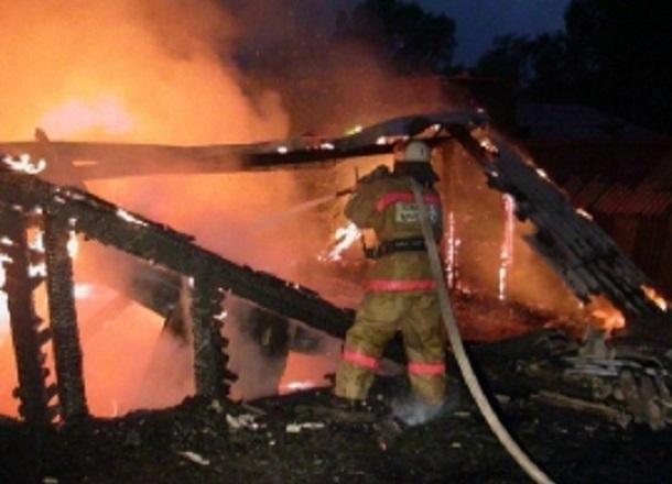 Двое мужчин и  3-летняя девочка сгорели в частном доме под Волгоградом
