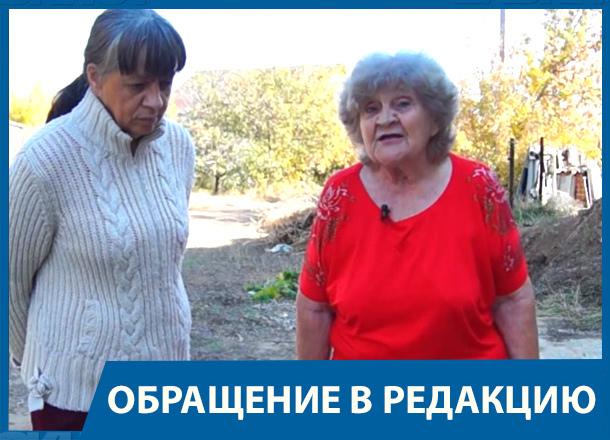 Пенсионерка с двумя усыновленными детьми пытается отсудить участок в Волжском у властей