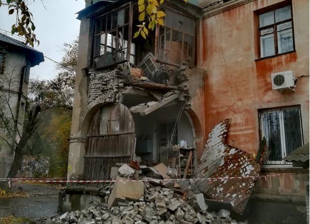 Часть жилого дома обрушилась на юге Волгограда