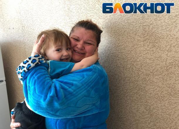 Осужденные обществом: мать-инвалид и ее сын с пороком сердца оказались выкинутыми на улицу в Волжском