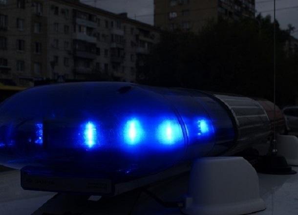Водитель ВАЗа сбил женщину с 5-летней девочкой в Волгограде