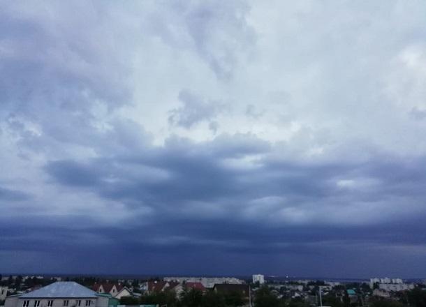 МЧС предупредило волгоградцев о грозах и сильном ветре