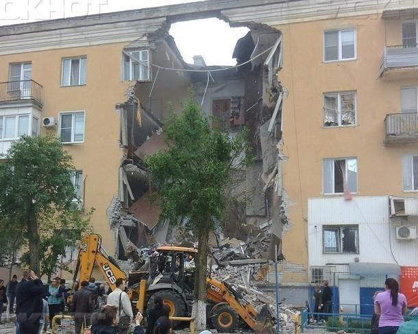 Навидео попал внутренний двор рухнувшего жилого дома вВолгограде