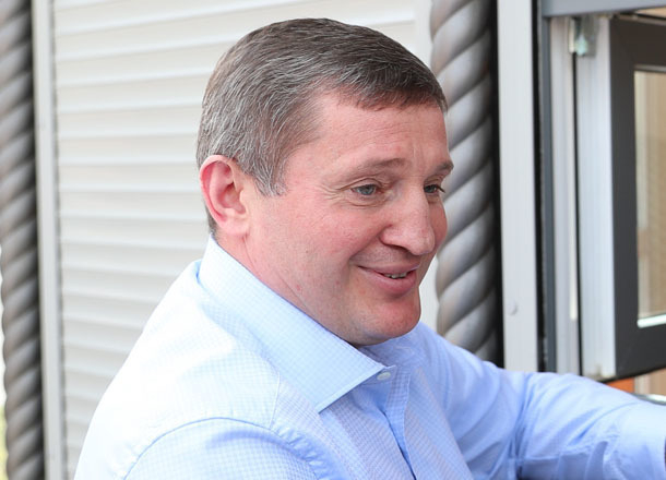 Андрей Бочаров с чиновниками за месяц прокатывают бензина на хорошую квартиру в Волгограде
