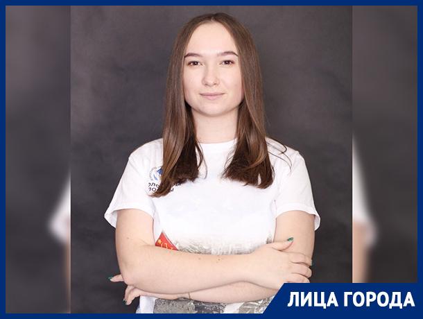 – На 9 мая волонтеру чуть не сломали руку, – волонтер Победы из Волгограда Лидия Осокина