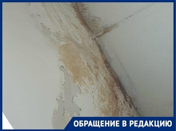 УК «ЖЭУ на Ангарском» обещала сделать крышу как сойдет снег, прошло три года, - волгоградка