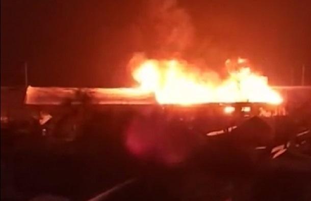 ВВорошиловском районе Волгограде полыхает склад сдихлофосом