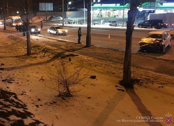 Столкновение Priora и Toyota в Волгограде: мужчина в коме, женщина и двое детей ранены