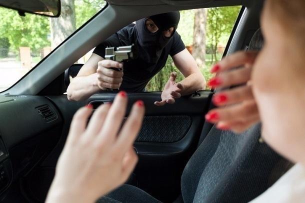 24-летний рецидивист с пистолетом напал на волгоградку и угнал ее Mitsubishi ASX