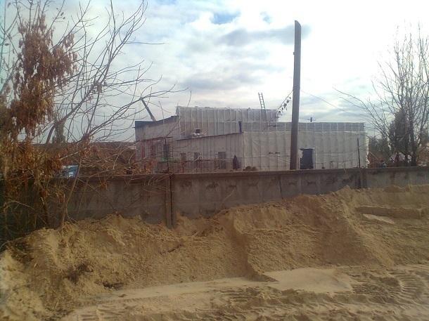 Стройка белого дома в Волгограде оставила жителей поселка без воды и электричества