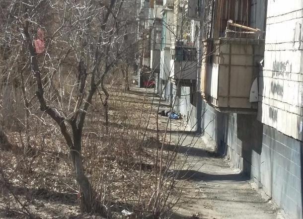 Гражданин Волгограда разбился насмерть при падении сбалкона