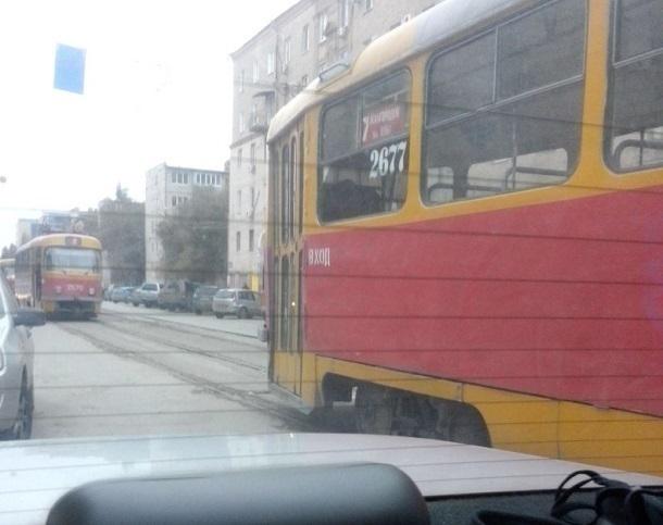 В Ворошиловском районе Волгограда трамваи встали в огромную пробку