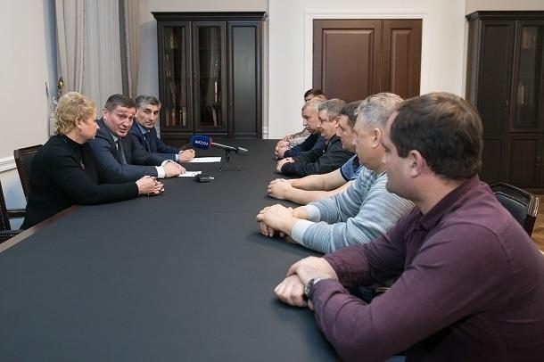 После информации о банкротстве «Красного Октября» Андрей Бочаров встретился с коллективом завода