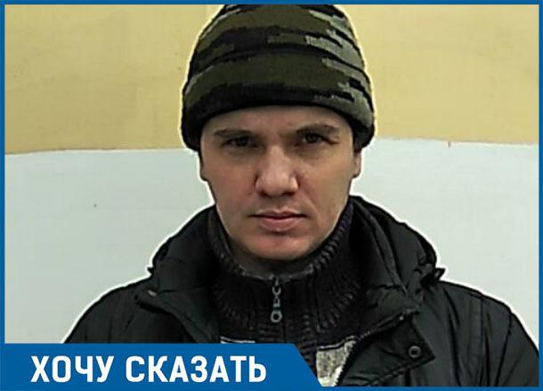 Остановку перенесли, а грязь и месиво никто не убрал, - житель Волгограда