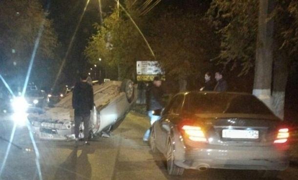 ВВолгограде опрокинулась иностранная машина