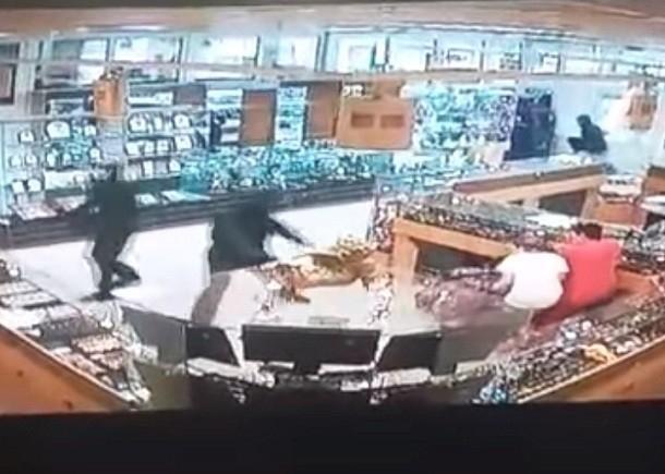 За расстрел полицейского при ограблении ювелирного магазина в Камышине под суд идет ОПГ