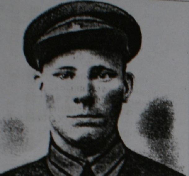 7 ноября 1942 года – в Сталинграде красноармеец Иван Карханин закрыл собой вражеский пулемет