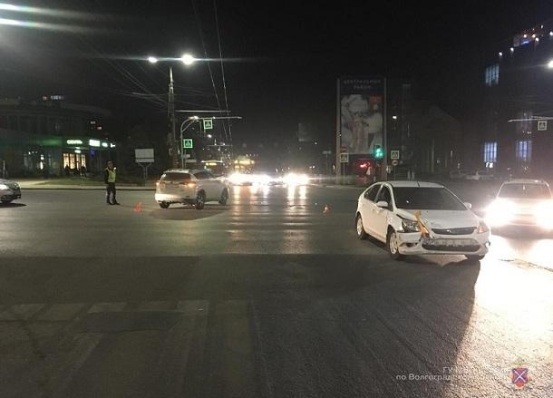 Кроссовер протаранил Ford Focus в Волгограде: 4-летняя малышка в больнице