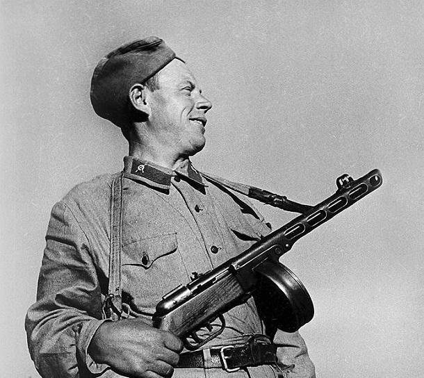 5 ноября 1942 года – в Сталинграде за свои подвиги звание Героев СССР получили сержант Петр Болото и политрук Иннокентий Герасимов