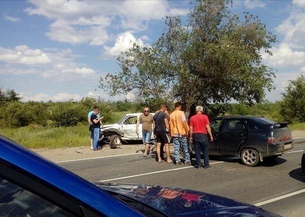 Очевидцы сообщают о серьезном ДТП с «Волгой» и ВАЗом на севере Волгограда