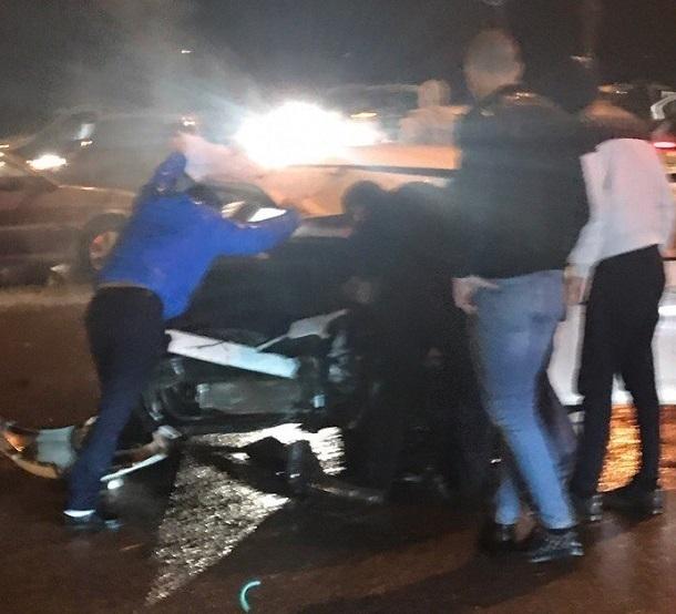 ВКраснооктябрьском районе наперекрестке столкнулись две иномарки