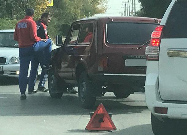 На «проклятом» перекрестке в поселке Ангарский даже в выходной «целуются» автомобили
