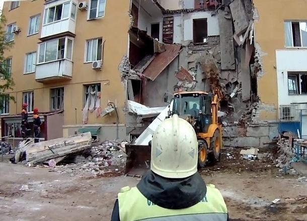 В Волгограде появилось видео спасательных работ на взорванном доме, снятое камерами на касках спасателей