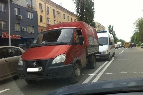 Водитель грузовой «Газели» умер за рулем на дороге в Волгограде