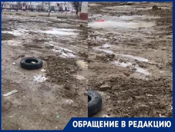 Мы скоро будем как обезьяны через лужи прыгать, - жительница поселка ГЭС в Волгограде